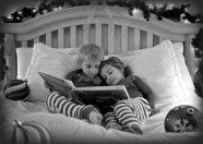 enfants lisent livre