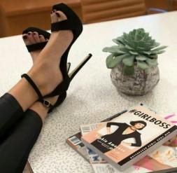 chaussure livre girlboss