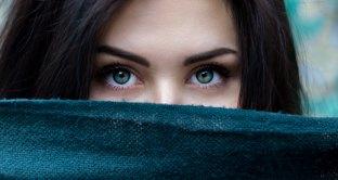 femme timide