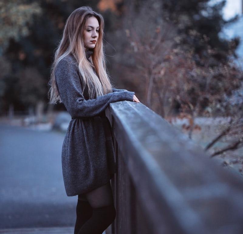 femme sur pont