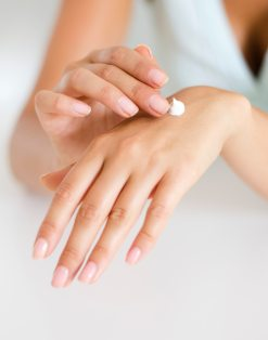mains femme